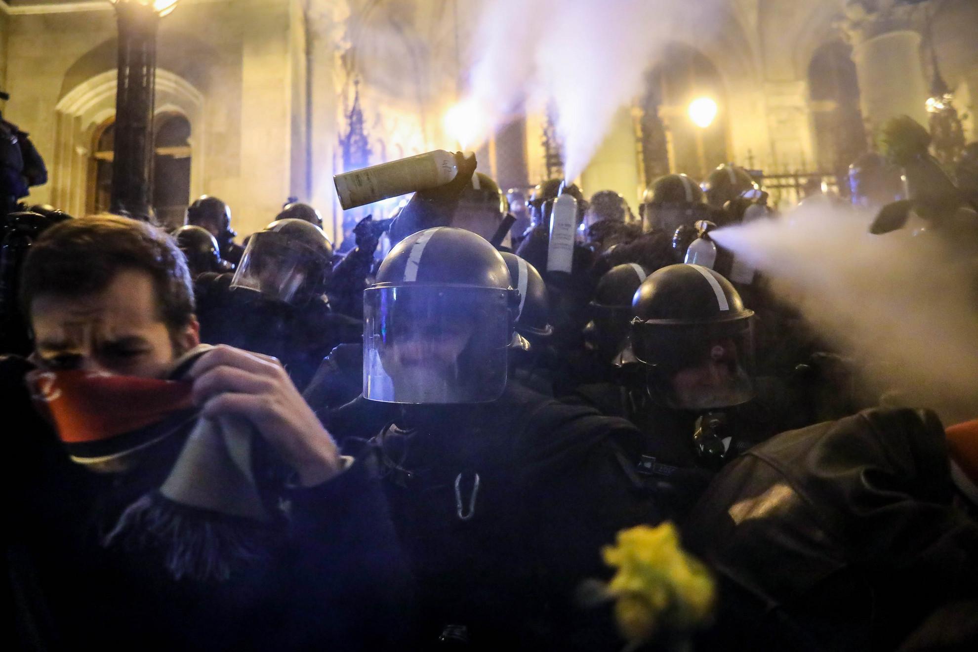 Tüntetés