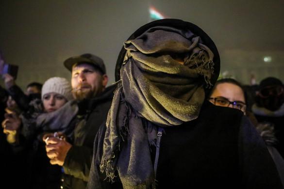 Tüntetés a túlóratörvény ellen