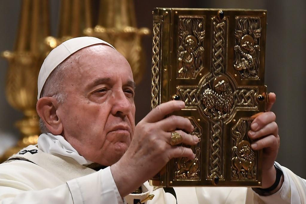 Ferenc pápa arra szólította fel az embereket a szombat esti vigilián, hogy győzzék le a félelmet és a kétségbeesést
