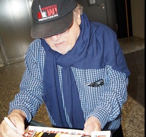 Danny DeVito nagyon kedves volt a rajongókkal, közös fotókat készített velük és a fotóit dedikálta is.