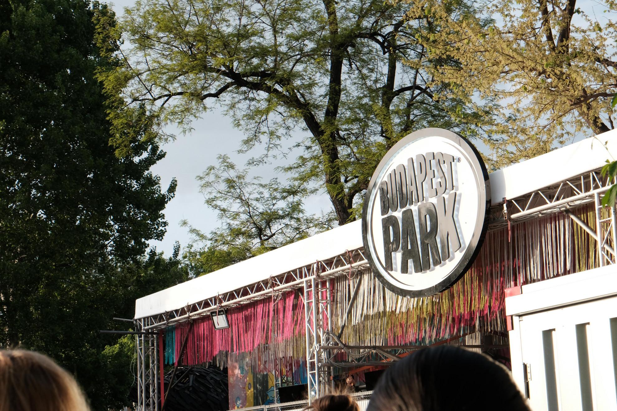 Kinyitott Magyarország egyik legegyedibb zenei helyszíne; a Budapest Park, amely idén is vadonatúj arculattal, friss helyszínekkel és megannyi hazai- és világsztár koncertjével vág neki a nyárnak