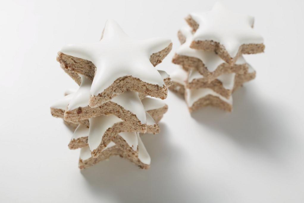 A fahéjas csillagot sokan szeretik, könnyű elkészíteni, és nem csak karácsonykor, húsvétkor is érdemes sütni.