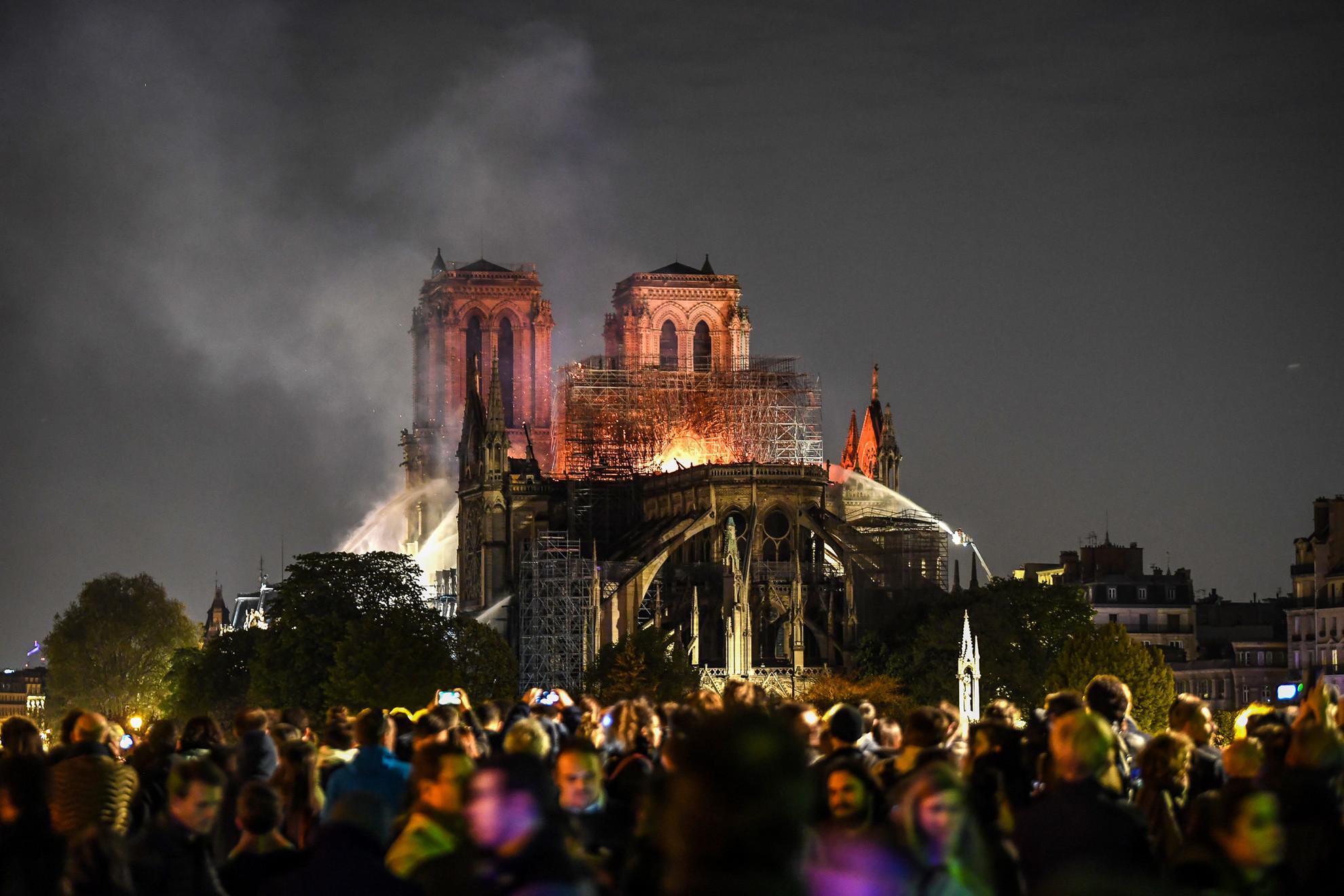 A lángok szerencsére nem érték el a katedrális kincstárát