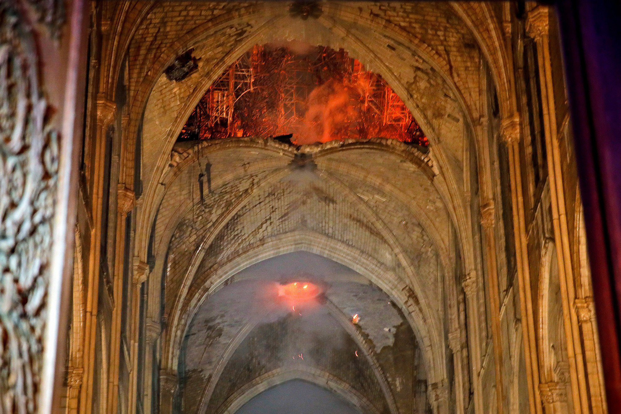 Szörnyű látványt nyújt a tűz okozta pusztítás