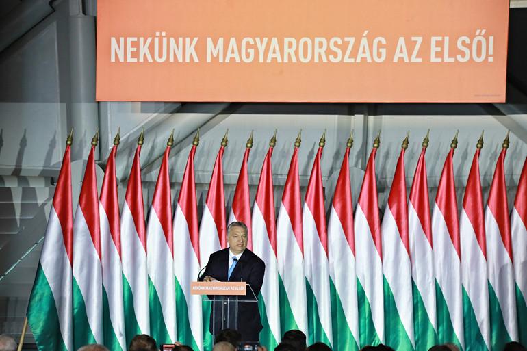 Orbán Viktor szerint a brüsszeli elit hatalmi törekvéseit meg kell fékezni és a bevándorlást meg kell állítani