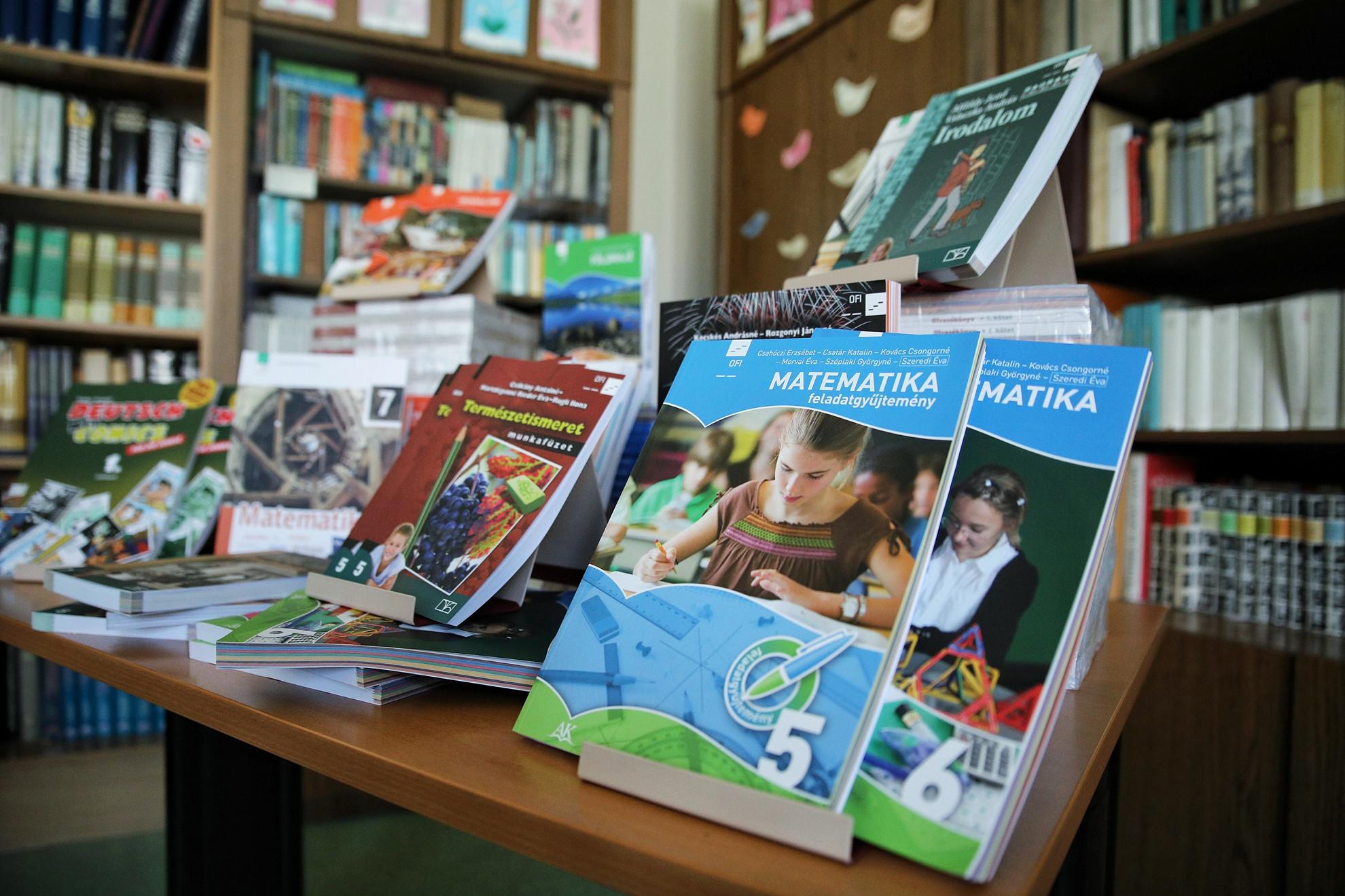 Ingyenes tankönyvek minden diáknak