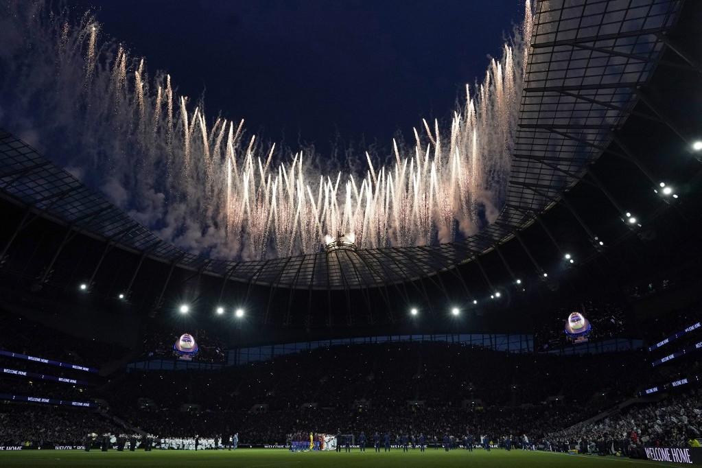 Tűzijátékkal avatták a Spurs új arénáját