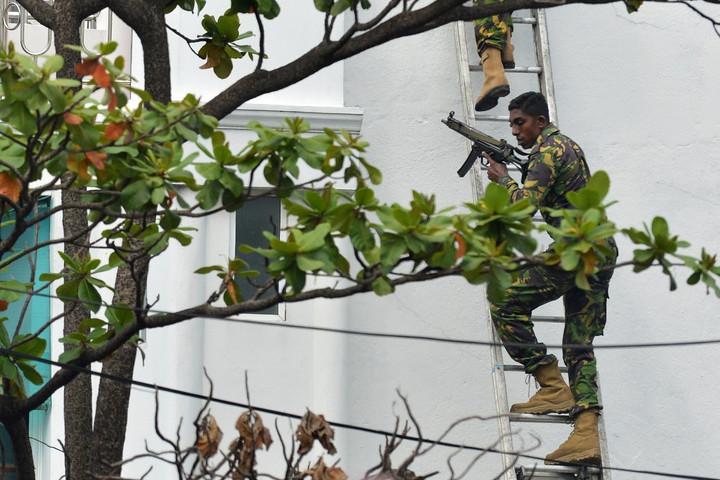 Újabb robbanások után őrizetbe vettek hét embert