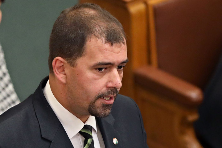 Kilépett a Jobbikból Szávay István