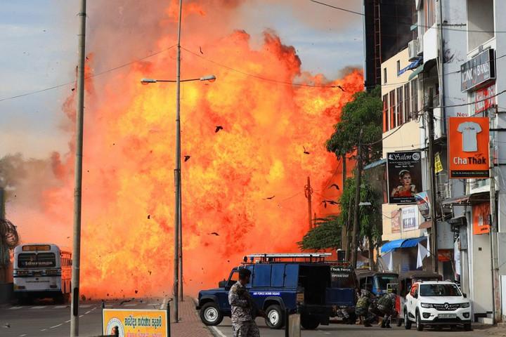 A merényletekkel gyanúsított terrorszervezet vezetője is felrobbantotta magát Srí Lankán