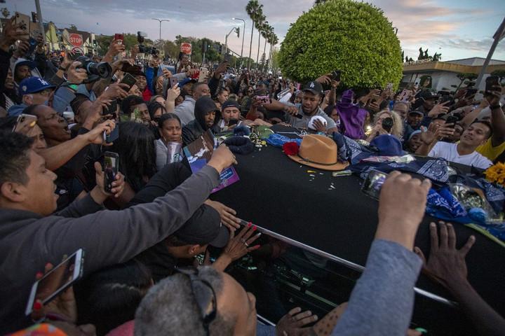 Megöltek egy embert a meggyilkolt rapper temetésén