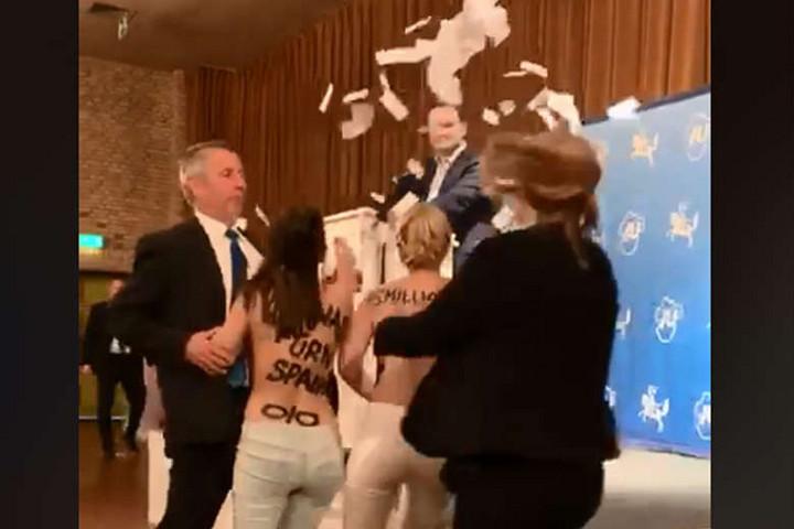 Femen-aktivisták zavarták meg a német egészségügyi miniszter fórumát