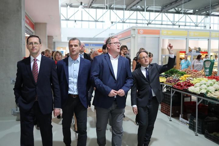Átadták a békásmegyeri piac új csarnoképületét