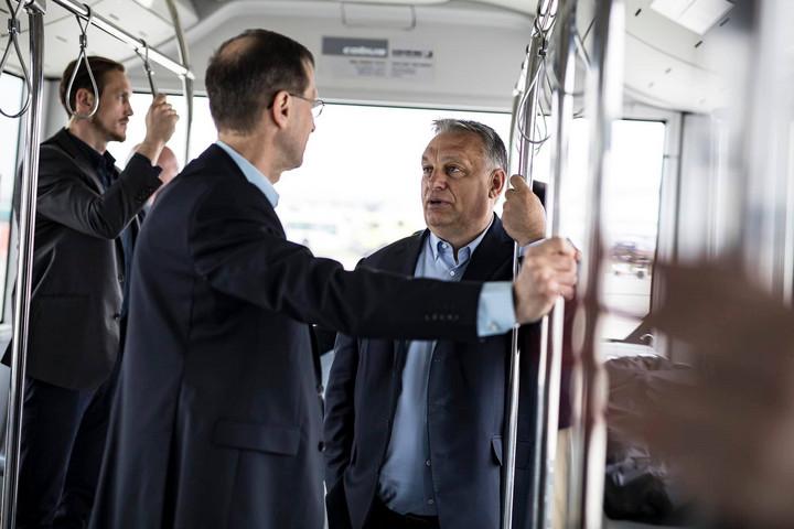 Kazahsztánba utazik Orbán Viktor