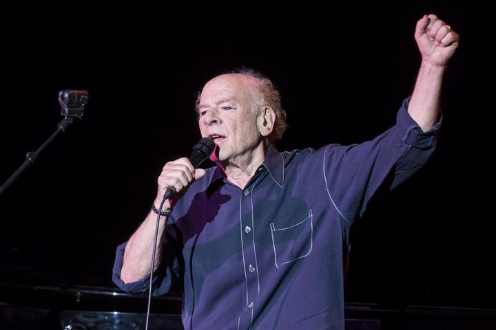 Angliában turnézik Art Garfunkel