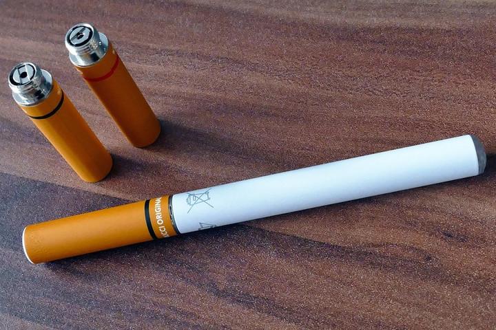 Az elektromos cigaretta is káros az egészségre