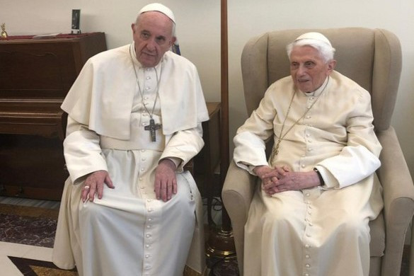 XVI. Benedek pápa a 92. születésnapját ünnepli