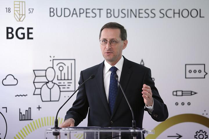 Varga Mihály: Jól képzett pénzügyi szakemberek kellenek