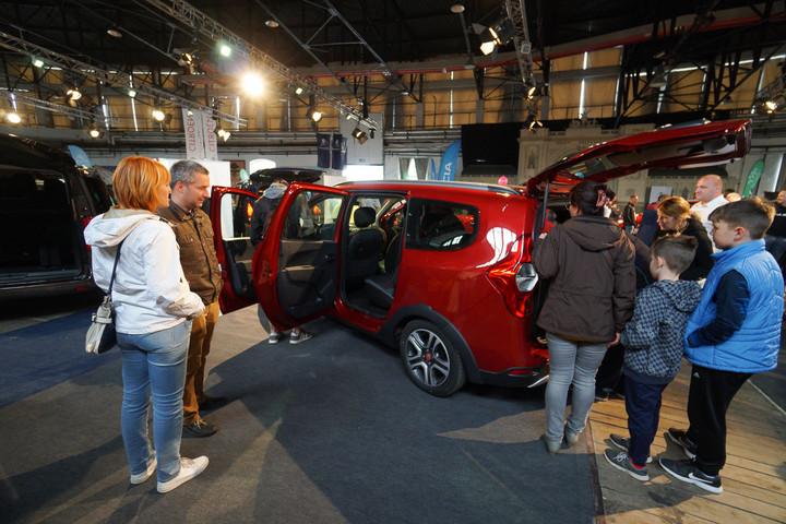 Autóvásárlási támogatással segíti a nagycsaládosokat a kormány