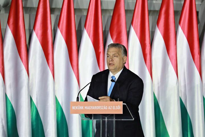 Orbán Viktor: Keresztény civilizációnk léte a tét