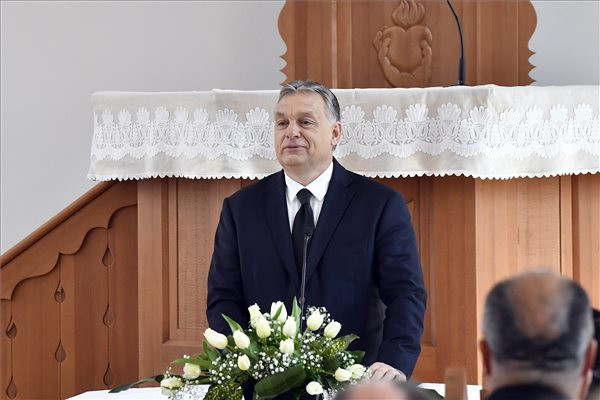 Orban attends church consecration