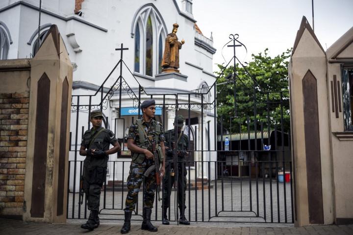 A Srí Lanka-i terrortámadások kitervelőjének apja és két testvére is meghalt a pénteki ostromban