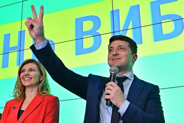 A humorista megelőzte az államfőt a voksolás első fordulójában