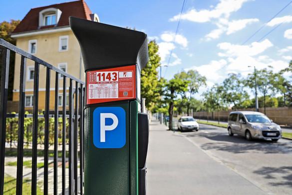 Ingyenes lesz a parkolóházak éjszakai használata