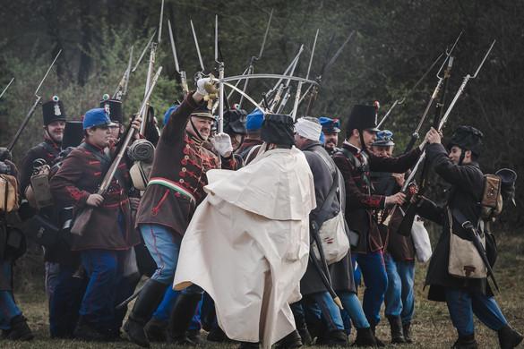 Újrajátszották az isaszegi csatát