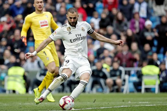 Karim Benzema mellé keresnek dublőrt a Bernabéuban