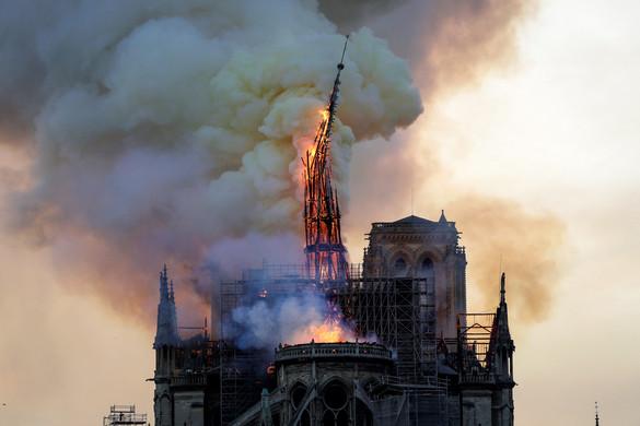 Füst és könnyek fojtogatták Párizst