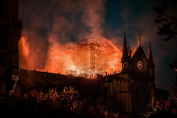 Sorozat készül a Notre-Dame-i tűzvészről