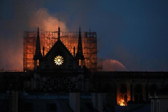 A világot megdöbbentette a párizsi tűzvész