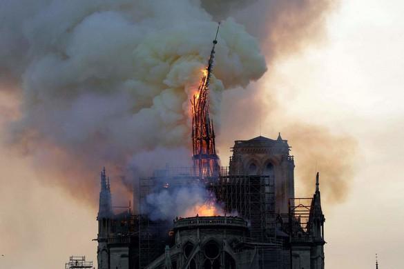 Tűz ütött ki a párizsi Notre-Dame székesegyházban