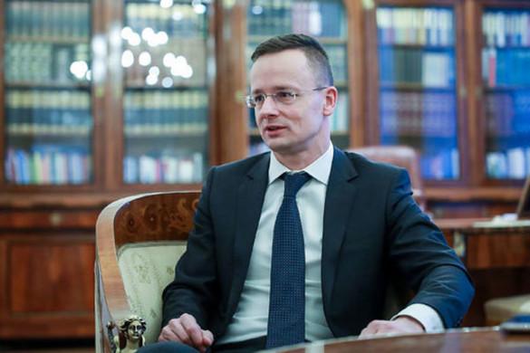 Szijjártó: Magyarország, az Egyesült Államokhoz hasonlóan, megvédi határait