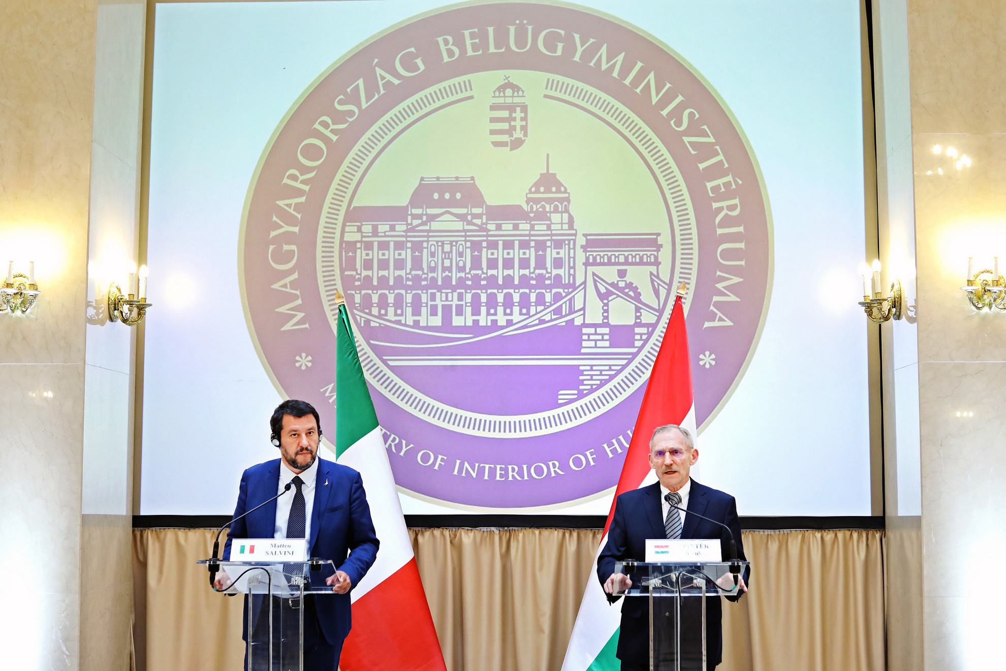 Pintér Sándor belügyminiszter (j) és Matteo Salvini olasz belügyminiszter, miniszterelnök-helyettes sajtónyilatkozatot tesz hivatalos megbeszélésüket követően Budapesten