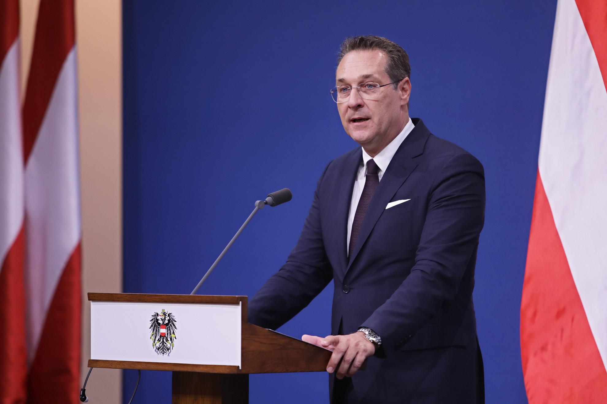 Heinz-Christian Strachéra és pártjára volt szükség ahhoz, hogy az osztrák álláspont bevándorlásellenessé változzon