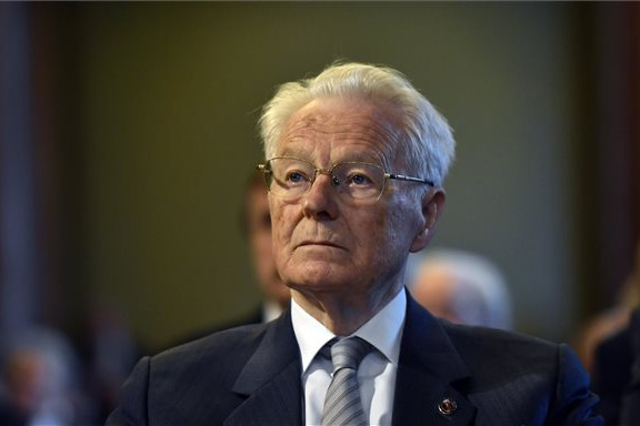 Harmathy Attila Széchenyi-díjas magyar jogtudós, egyetemi tanár, akadémikus, volt alkotmánybíró kapta meg az Akadémiai Aranyérem kitüntetést