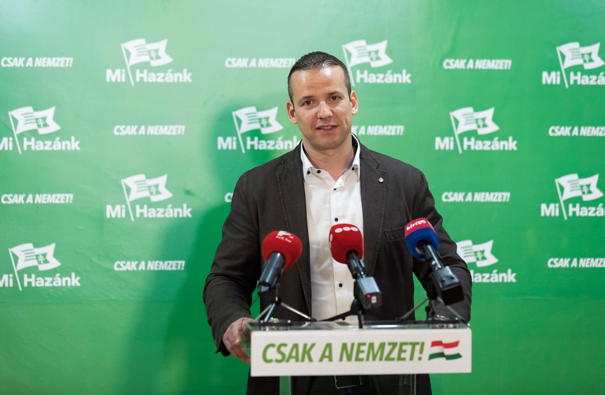 """Toroczkai László, a Jobbikból kivált Mi Hazánk elnöke """"történelmi sikerként"""" értékelte 3,33 százalékos eredményét"""