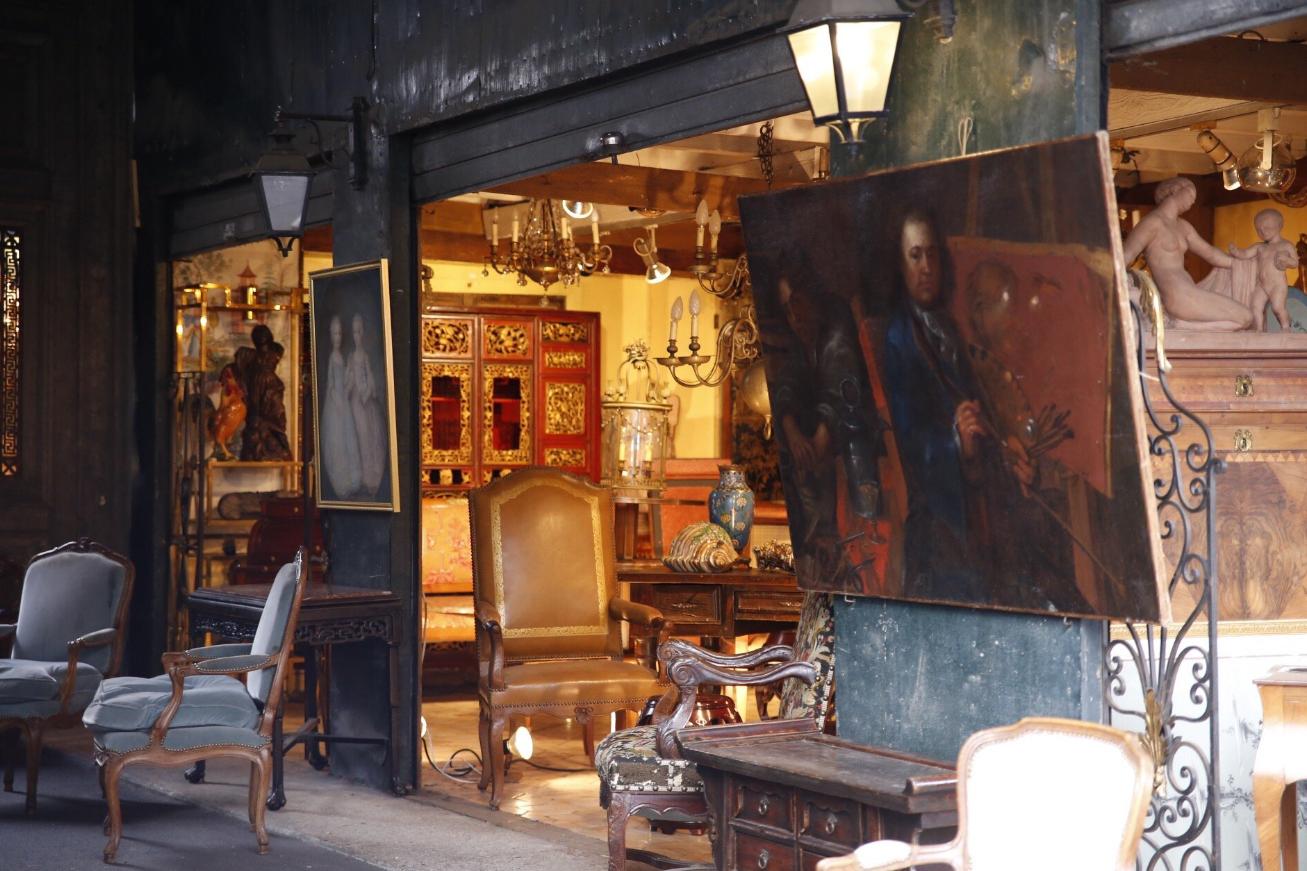 A párizsi bolhapiacon úgy érezzük, mintha képtárban, vagy múzeumban lennénk