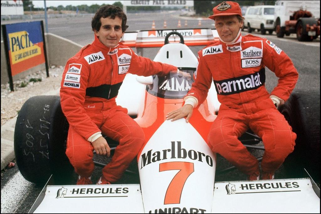 A francia Alain Prosttal (jobbra) csapattársak voltak a McLarennél, ahol Lauda 1984-ben harmadik vb címét szerezte