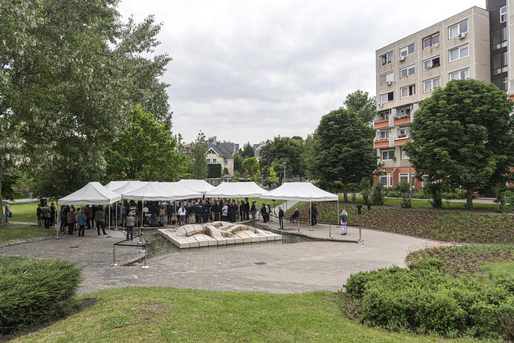 A Nagyszeben tér és a Gazdagréti út közötti található park mától Szent Charbel nevét viseli