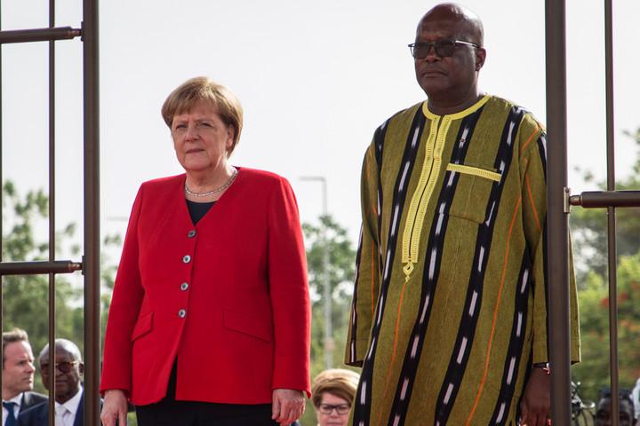 Merkel: Fontos az együttműködés Nigerrel a szabályozatlan migráció ellen