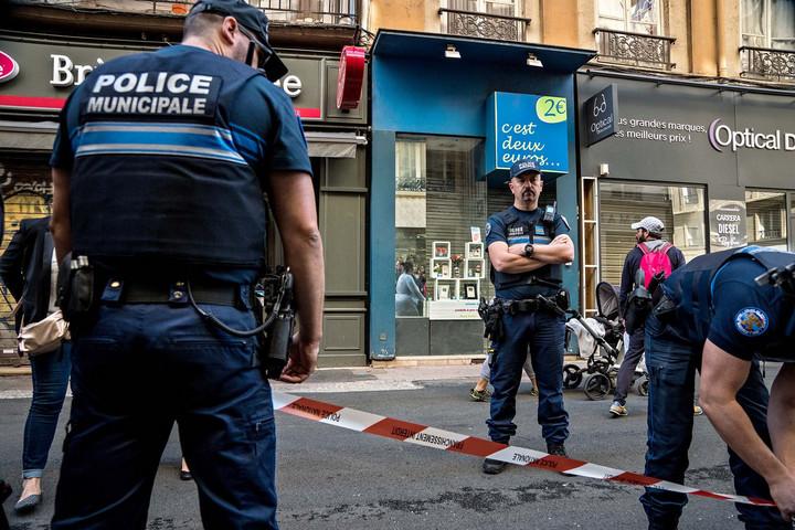 Még nem kapták el a lyoni merénylőt afrancia rendőrök
