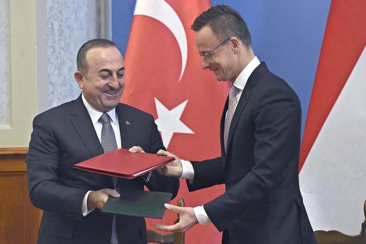 Szijjártó: Ma Törökországban kezdődik Európa biztonsága, szövetségesként tekintünk Ankarára