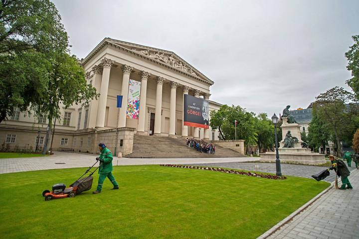 Hétvégi forgatag először a megújult Múzeumkertben
