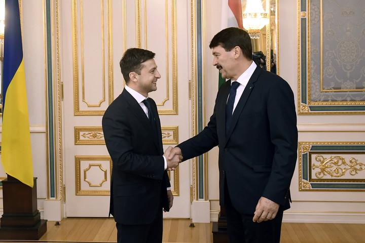 A kárpátaljai magyarság gondjairól is beszélt az új ukrán államfővel Áder János