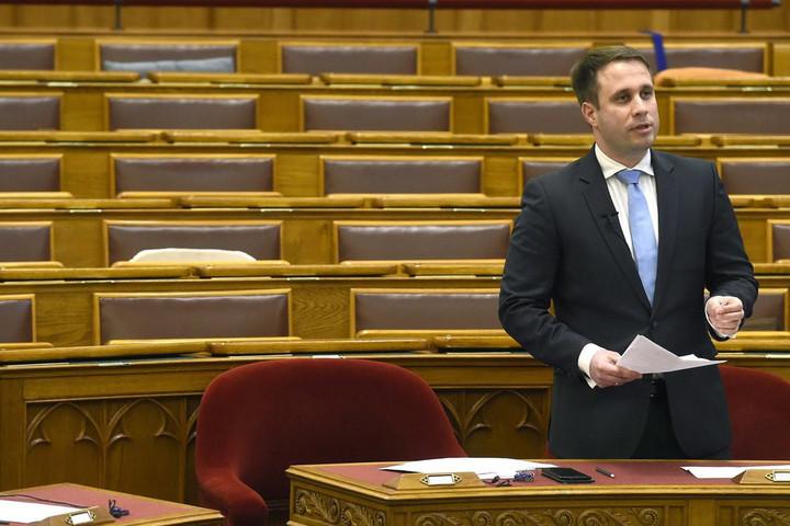 Dömötör: Irányváltást kell kikényszeríteni Brüsszelben