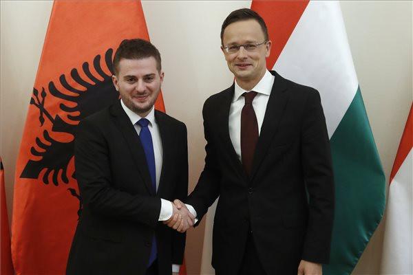 Szijjártó: Júniusban az EU-nak meg kell nyitnia a csatlakozási tárgyalásokat Albániával