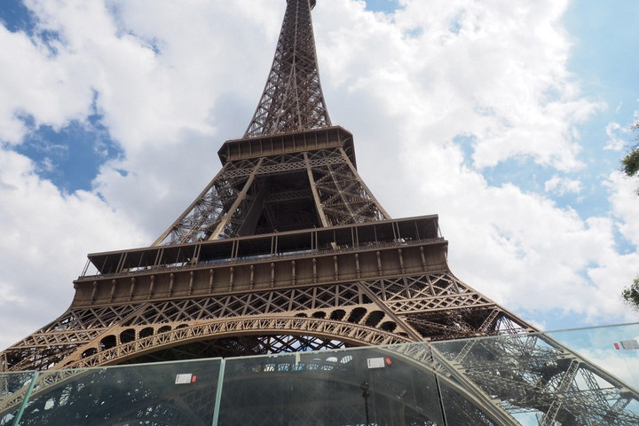 Kiürítették az Eiffel-tornyot
